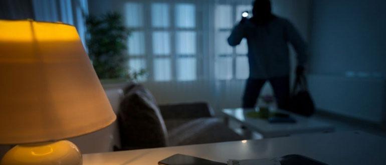 Как защитить квартиру от воров