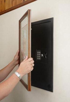 Встраиваемый сейф