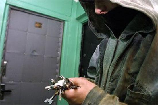 Злодійські знаки на дверях і підбір потрібної відмички