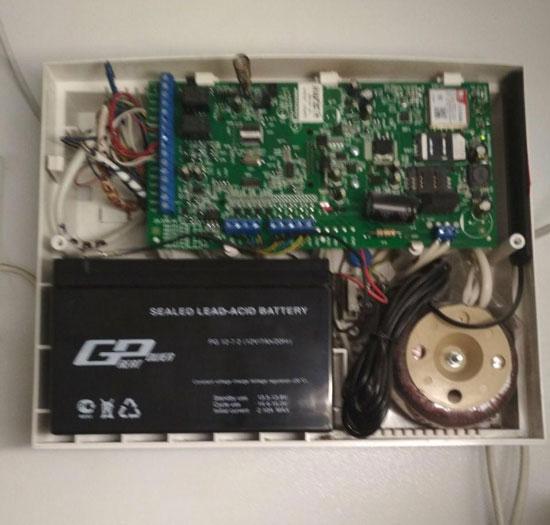 Замена батареи 12 V (вольт)