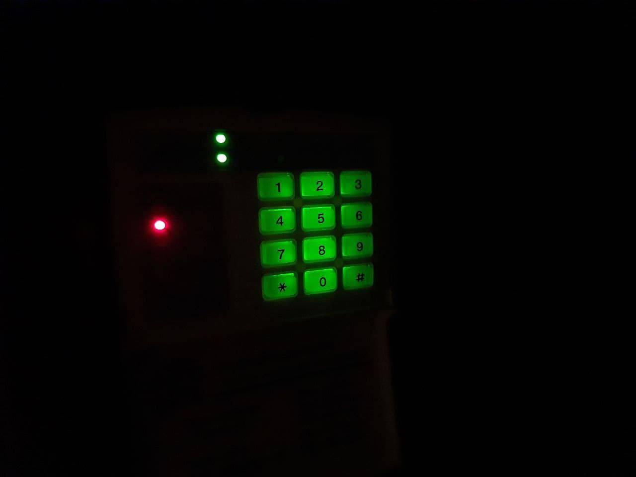 Ночная подсветка дает возможность набирать код сигнализации даже в кромешной тьме